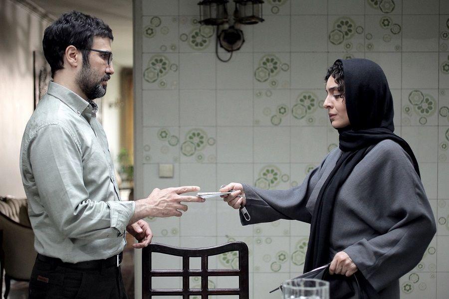 نمای دوم فیلم Aaaadat Nemikonim با حضور محمدرضا فروتن و ساره بیات