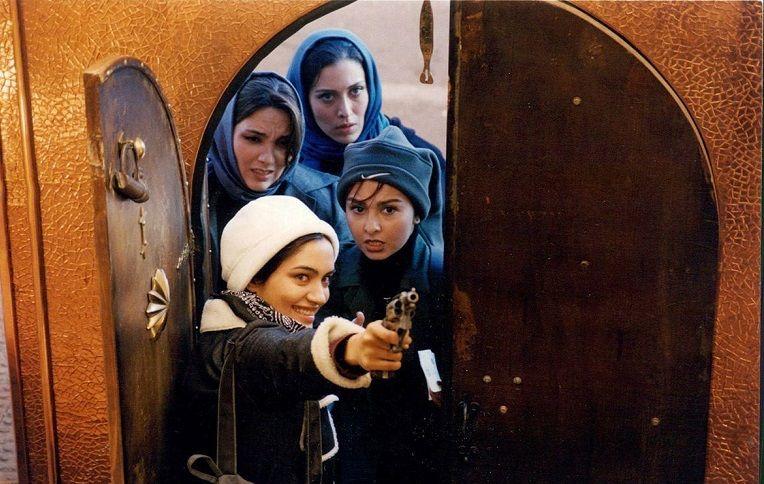 نمای سوم فیلم Molaghat ba tooti با حضور مهتاب کرامتی، میترا حجار، ماهایا پطروسیان و مرجان شیرمحمدی